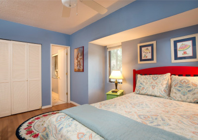 Queen bed in guest room #1